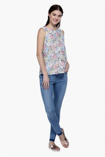 Floral Print Sleeveless Lace Top with Round Neck in Regular Fit
