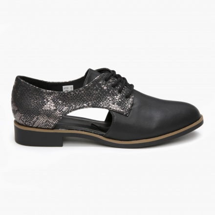Cut-out Oxford Shoes