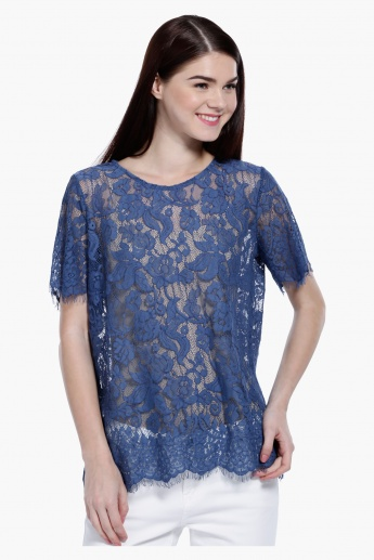 Scalloped Hem Lace Top in Regular Fit